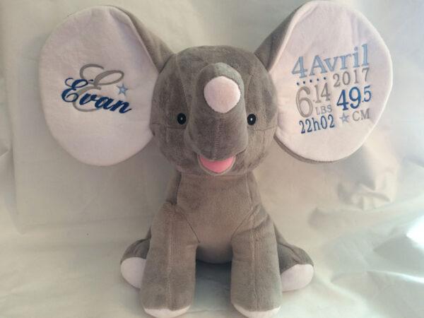 Réalisation - Éléphant à grandes oreilles gris carré bleu | Peluche à broder et personnaliser | Broderie Amé Design