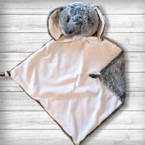 Lucas le lapin - Doudou à broder et personnaliser | Broderie Amé Design